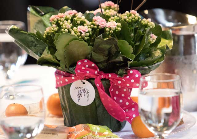 Beautiful-centerpieces-from-Wisteria-Flowers-and-Gifts